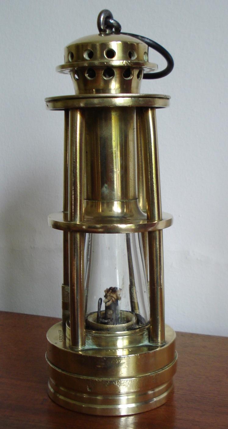 7_A H G Lamp