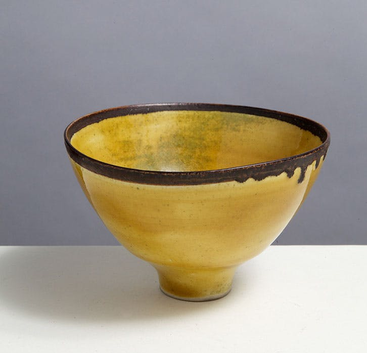 Pocelain-Bowl-1955-60-by-Lucie-Rie-photo-by-Phil-Sayer